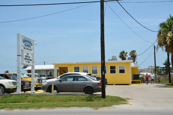 Island Cafe & Smokehouse in Port Aransas | www.portaransastex.com